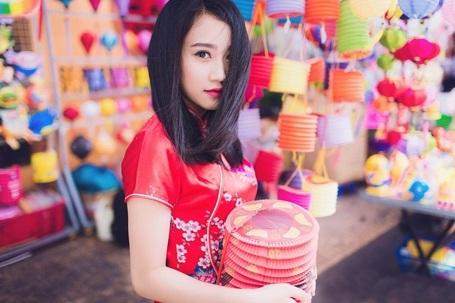 """""""Bạn gái màn ảnh"""" của Sơn Tùng MTP rạng rỡ dạo phố Trung thu - 5"""
