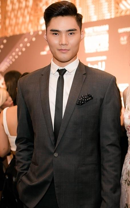 Trong khi đó, Quang Hùng được chọn làm gương mặt đại diện cho sự kiện thời trang đình đám đang diễn ra tại TP HCM