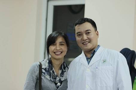 MC Lưu Minh Vũ gây bất ngờ trong màu áo blouse trắng.