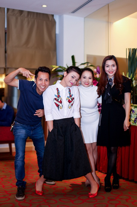Phạm Phương Thảo cùng những nghệ sỹ thân thiết trong ngày sinh nhật mình.