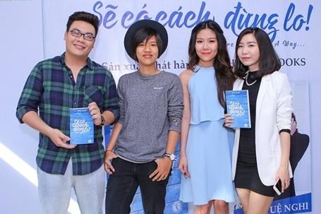 Nhiều ngôi sao khách mời là bạn bè thân thiết đã đến tham dự buổi họp báo của Tuệ Nghi tại TP HCM.