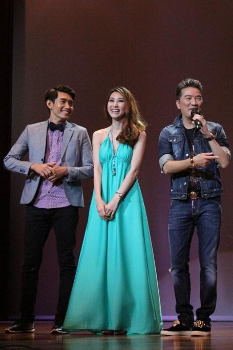 Ngày 19/1, diễn viên, ca sỹ Ngân Khánh cùng ca sỹ Đàm Vĩnh Hưng, Á quân thử thách cùng bước nhảy, diễn viên Quang Đăng đã cùng hội ngộ tại Singapore.