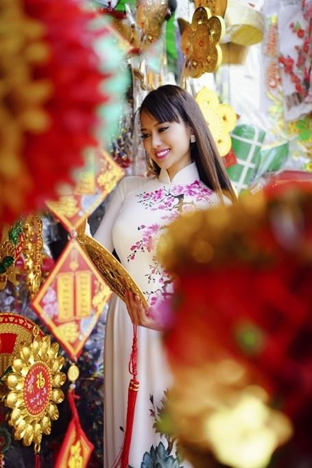 Hoa hậu Điện ảnh 9X thướt tha áo dài đón xuân - 5