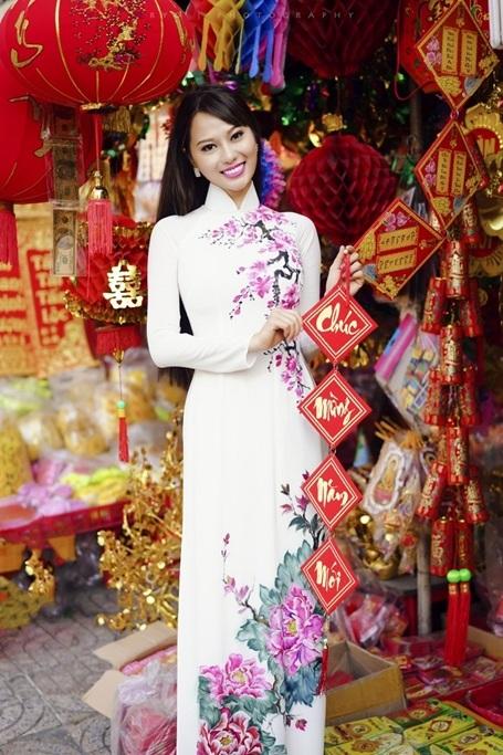 Hoa hậu Điện ảnh 9X thướt tha áo dài đón xuân - 6