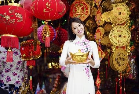 Hoa hậu Điện ảnh 9X thướt tha áo dài đón xuân - 8