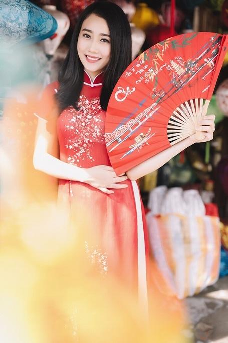 """""""Bạn gái màn ảnh"""" của Sơn Tùng MTP rạng rỡ xuống phố xuân - 5"""