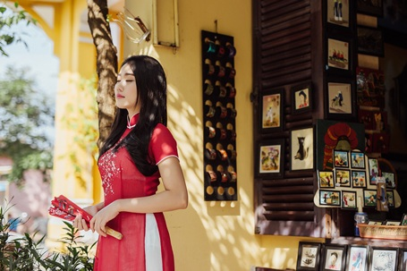 """""""Bạn gái màn ảnh"""" của Sơn Tùng MTP rạng rỡ xuống phố xuân - 8"""