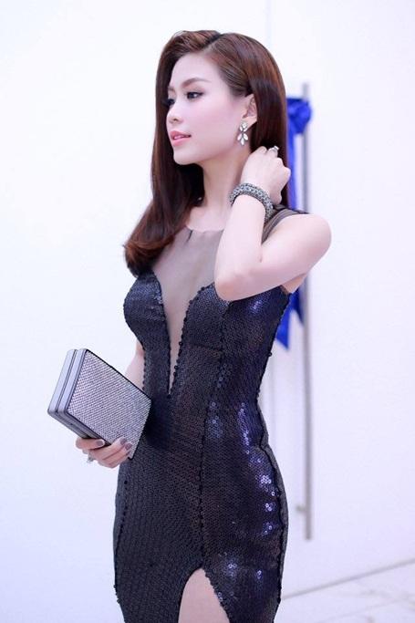 Vóc dáng thon gọn giúp Á hậu tự tin diện trang phục bó sát. Ảnh: Tùy Phong.