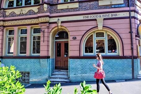 Nàng Á hậu đã tới thăm Sydney, Melbourne.