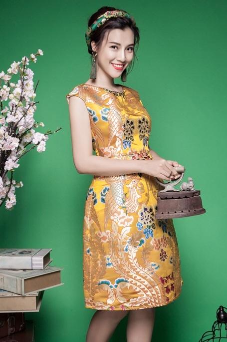 Hoàng Oanh trong bộ ảnh lần này vẫn giữ nguyên nét hiện đại, quyến rũ thường thấy và thêm thắt vào những chấm phá mang tính cổ điển.