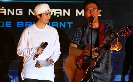 Ngoài Gil Lê, chương trình còn có sự góp mặt trình diễn của nhóm F Band.
