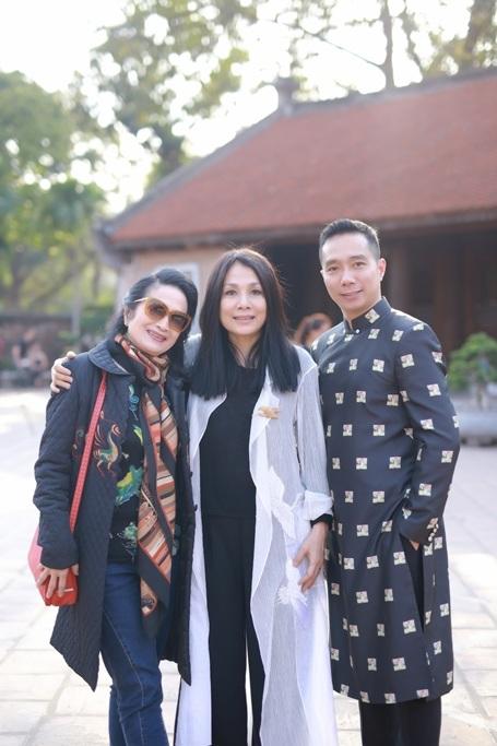 NTK Đỗ Trịnh Hoài Nam cùng NTK Minh Hạnh, NSND Trà Giang tại buổi họp báo Lễ hội Áo dài 2016.