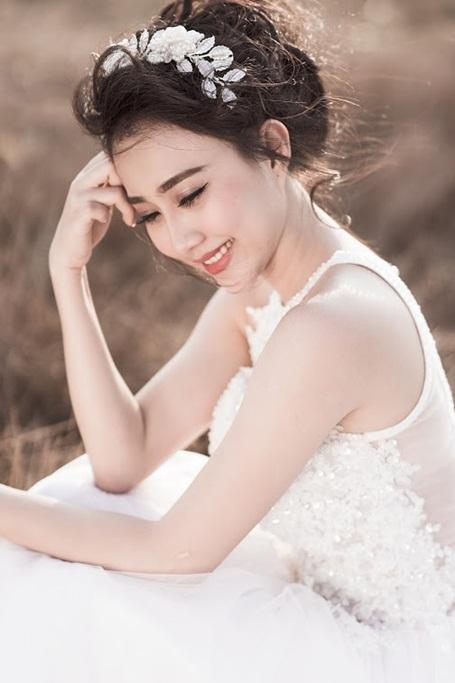 """""""Bạn gái"""" Sơn Tùng MTP cuốn hút trong bộ ảnh cô dâu một mình - 2"""