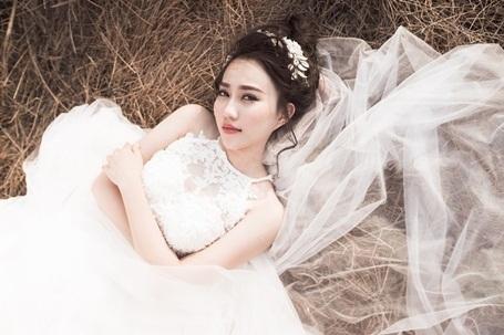 """""""Bạn gái"""" Sơn Tùng MTP cuốn hút trong bộ ảnh cô dâu một mình - 4"""