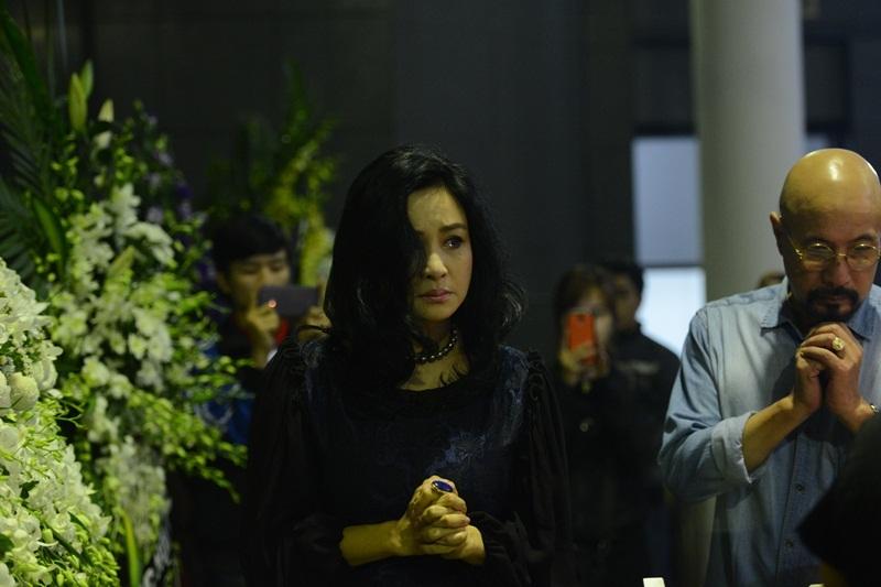 Thanh Lam không kìm nén được sự xúc động trong tang lễ của người thầy.