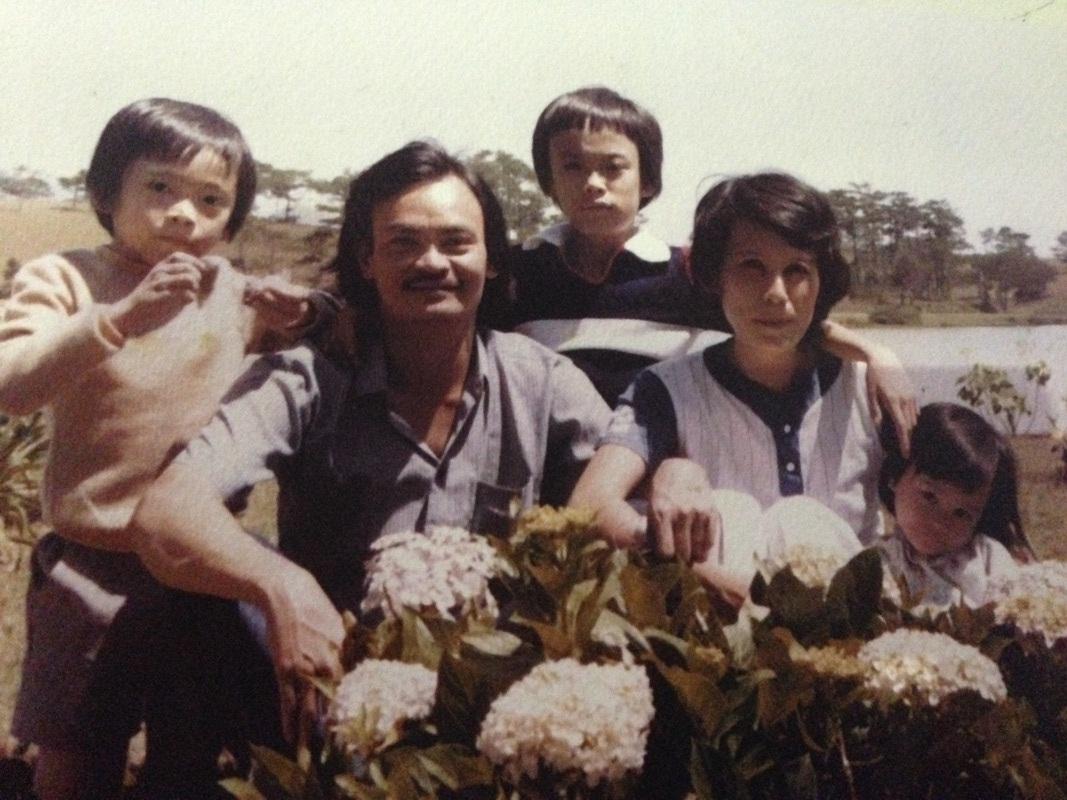 Hình ảnh hạnh phúc trong sổ lưu niệm gia đình Thanh Tùng.