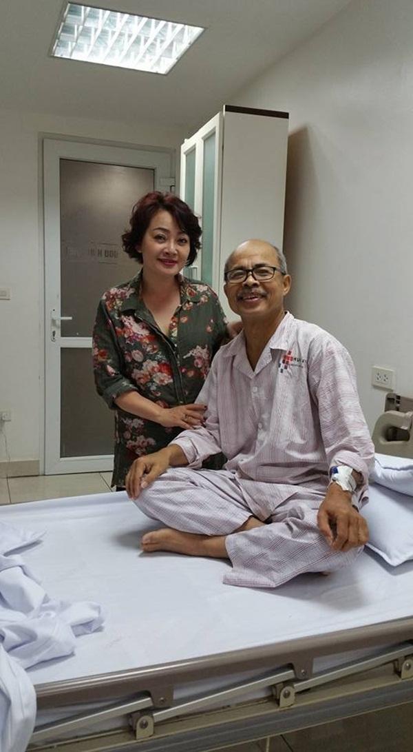 Nghệ sĩ Trà My tới thăm người đồng nghiệp thân thiết.