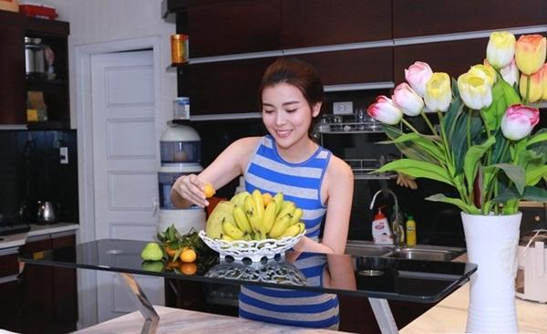 Cao Thái Hà ưu tiên trái cây sạch để giảm lượng mỡ thừa trong cơ thể.