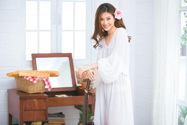 Á hậu Diễm Trang - mẹ bầu vẫn gợi cảm, sang chảnh - 5