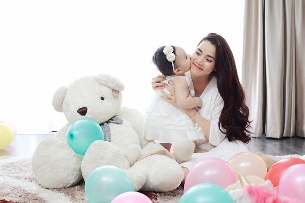 Trang Nhung viết thư cảm động tặng con gái sinh nhật đầu đời - 11