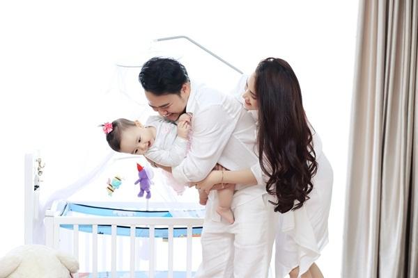 Trang Nhung viết thư cảm động tặng con gái sinh nhật đầu đời - 9