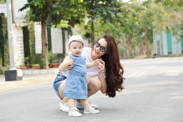 Trang Nhung viết thư cảm động tặng con gái sinh nhật đầu đời - 13
