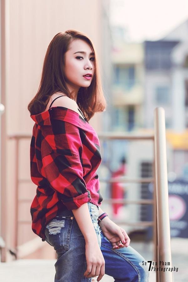 Miss Teen thân thiện Hồ Bích Trâm hờ hững vai trần xuống phố - 9