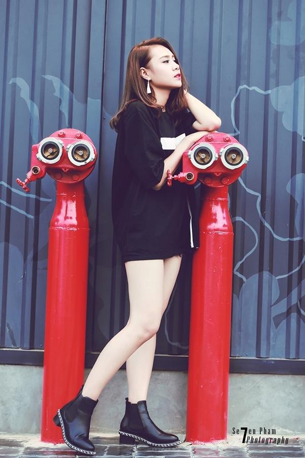 Miss Teen thân thiện Hồ Bích Trâm hờ hững vai trần xuống phố - 6