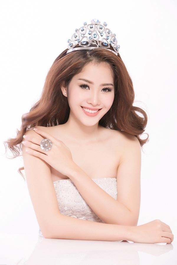 """Hoa khôi Nam Em đội vương miện xinh đẹp như """"nữ thần"""" - 1"""