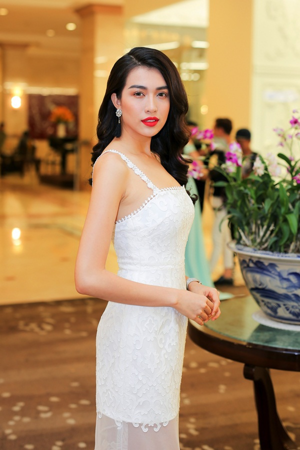 Thiết kế lấy cảm hứng từ váy ngủ, phong cách tối giản là xu hướng thịnh hành đang được ưa chuộng từ các sàn diễn quốc tế đến Việt Nam suốt thời gian qua.