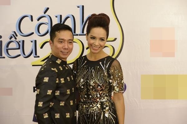 Cựu người mẫu Thúy Hạnh cùng NTK Đỗ Trịnh Hoài Nam. Thúy Hạnh đảm nhiệm vai trò trao giải đạo diễn xuất sắc phim tài liệu và phim khoa học.