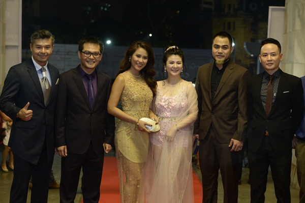 NSND Trung Hiếu cùng các diễn viên Kim Oanh, diễn viên – Hoa hậu biển Vân Anh,…