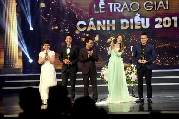 Việt Anh cùng dàn nam, nữ diễn viên chính truyền hình xuất sắc Cánh diều 2015.