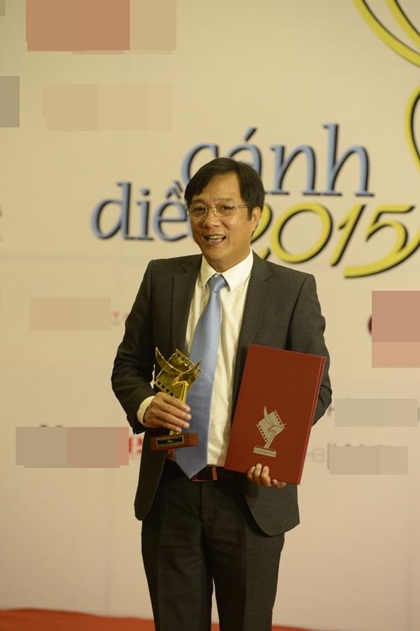 Diễn viên Trọng Trinh rinh về giải thưởng Nam diễn viên phụ xuất sắc với vai Tài - phim Mưa bóng mây. Anh dành lời cảm ơn cuộc đời này đã cho tôi nhiều trải nghiệm....