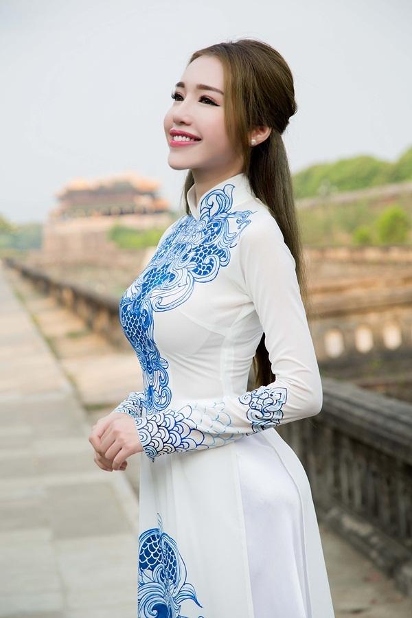 Cô quyết định chọn áo dài tại Festival Huế - một sự kiện văn hoá uy tín và tầm cỡ của Việt Nam.