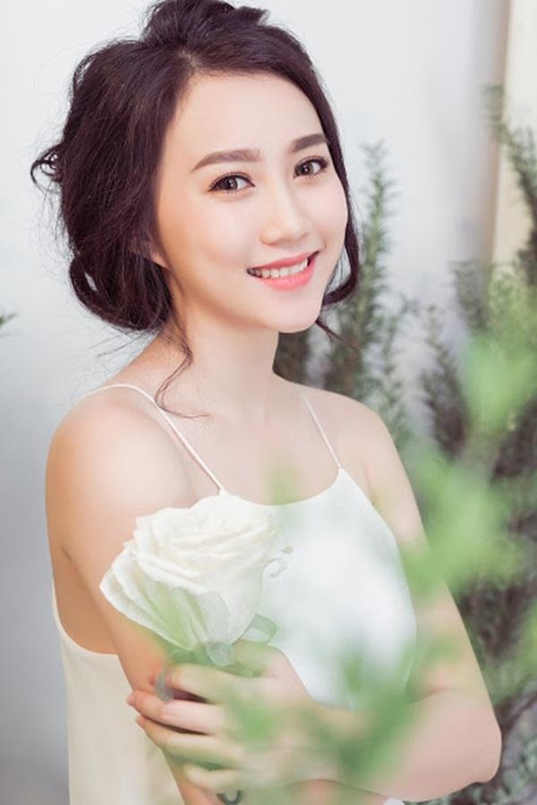"""""""Bạn gái"""" Sơn Tùng MTP mong manh như đóa tường vy - 10"""