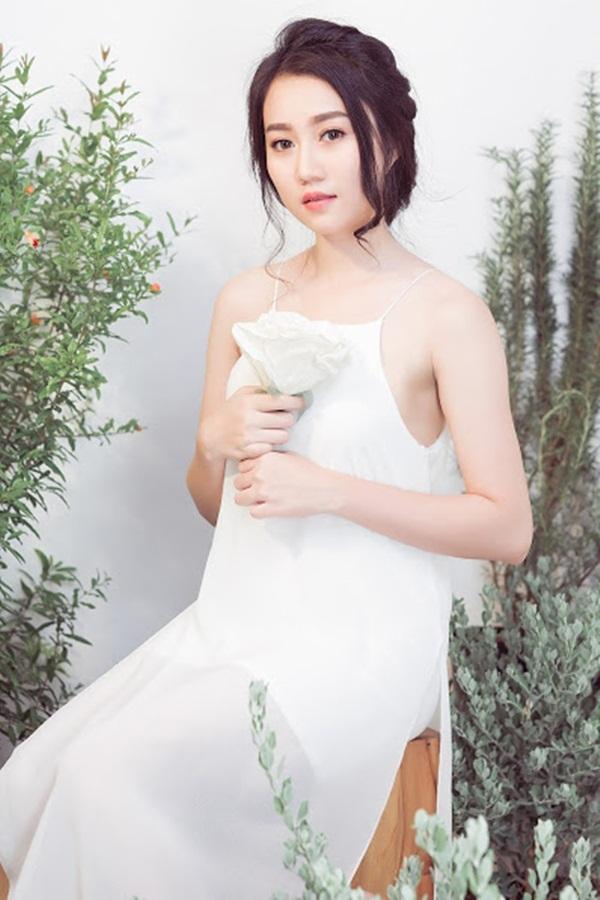 """""""Bạn gái"""" Sơn Tùng MTP mong manh như đóa tường vy - 4"""