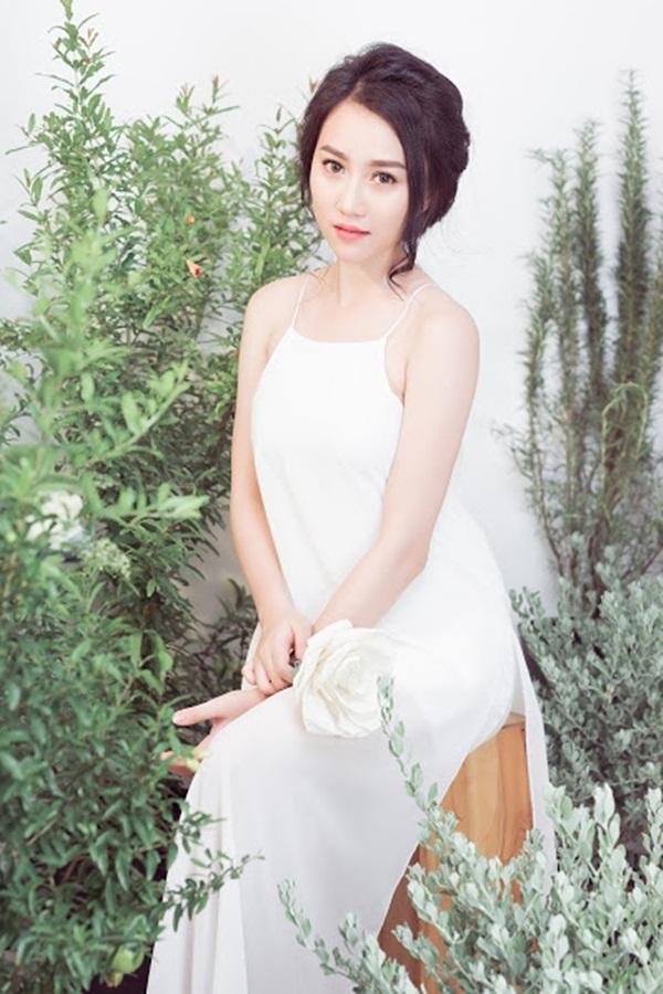 """""""Bạn gái"""" Sơn Tùng MTP mong manh như đóa tường vy - 7"""
