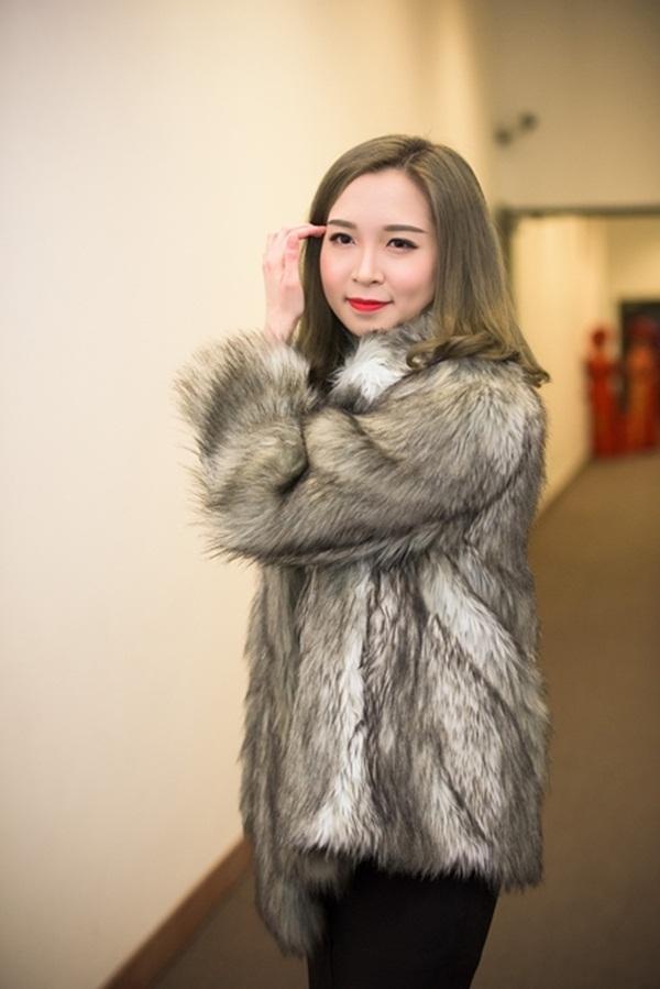 Con gái của nghệ sĩ hài Xuân Hinh gây bất ngờ bởi vẻ ngoài xinh đẹp như hot girl.