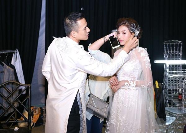 """Vợ chồng Thúy Diễm """"cưới lần 2"""" trên sàn catwalk dài nhất Việt Nam - 8"""