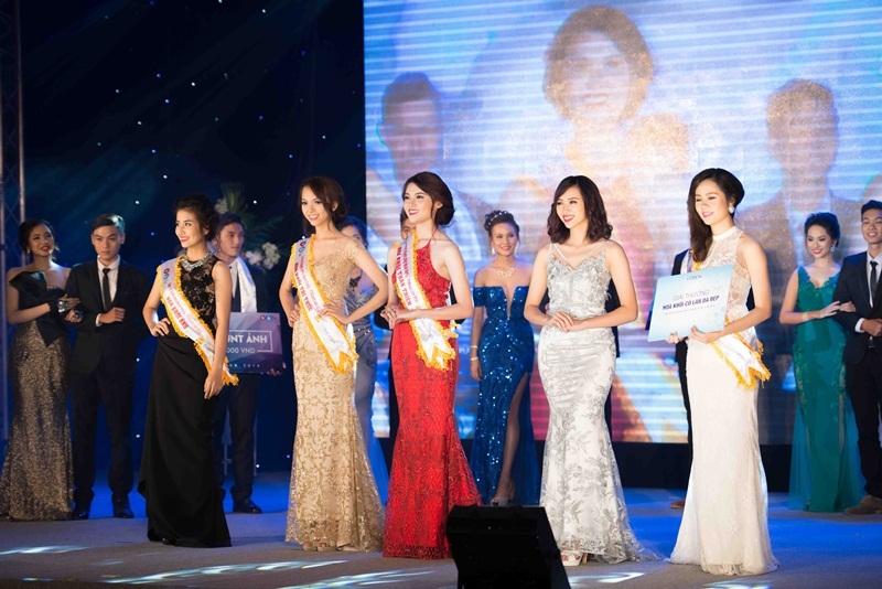 15 nữ sinh tài sắc nhất Ngoại thương đã mang đến những màn trình diễn đầy ấn tượng.