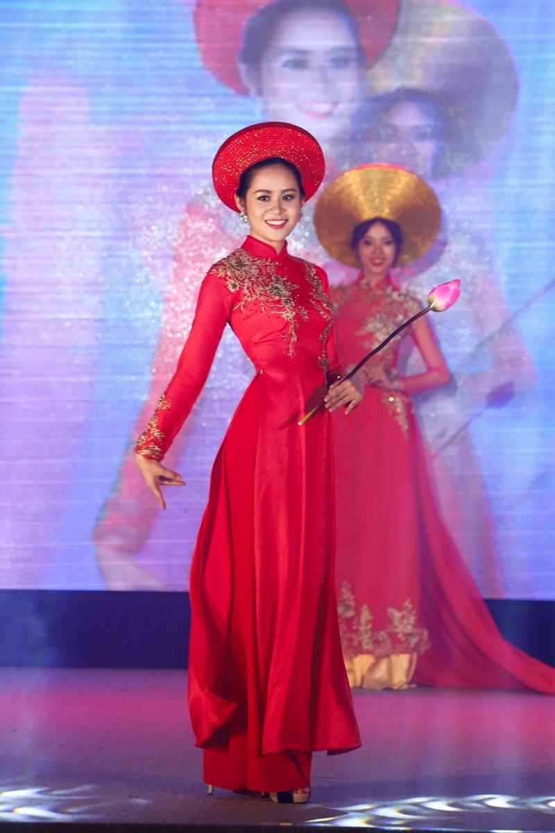 """Tân Hoa khôi Ngoại thương TPHCM """"ghét"""" mạng xã hội - 13"""