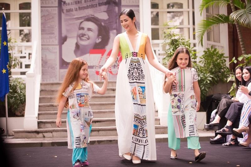 Ngoài âm nhạc, ẩm thực, khán giả sẽ được thưởng thức những bộ thiết kế thời trang của các nhà thiết kế Minh Hạnh, Quang Huy, Xuân Hảo với thiết kế ý tưởng dựa trên hình ảnh những con tem nước Ý.