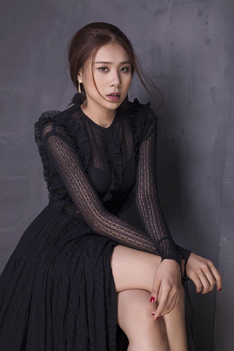 Miss Teen Hồ Bích Trâm đẹp mơ màng với đầm voan bó sát - 2