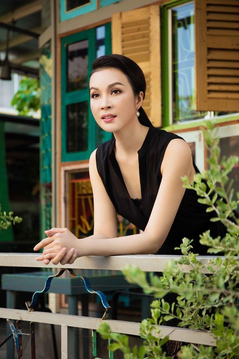 Y Phụng, Thanh Mai - 2 nữ hoàng ảnh lịch 1990 đọ vẻ trẻ trung - 8