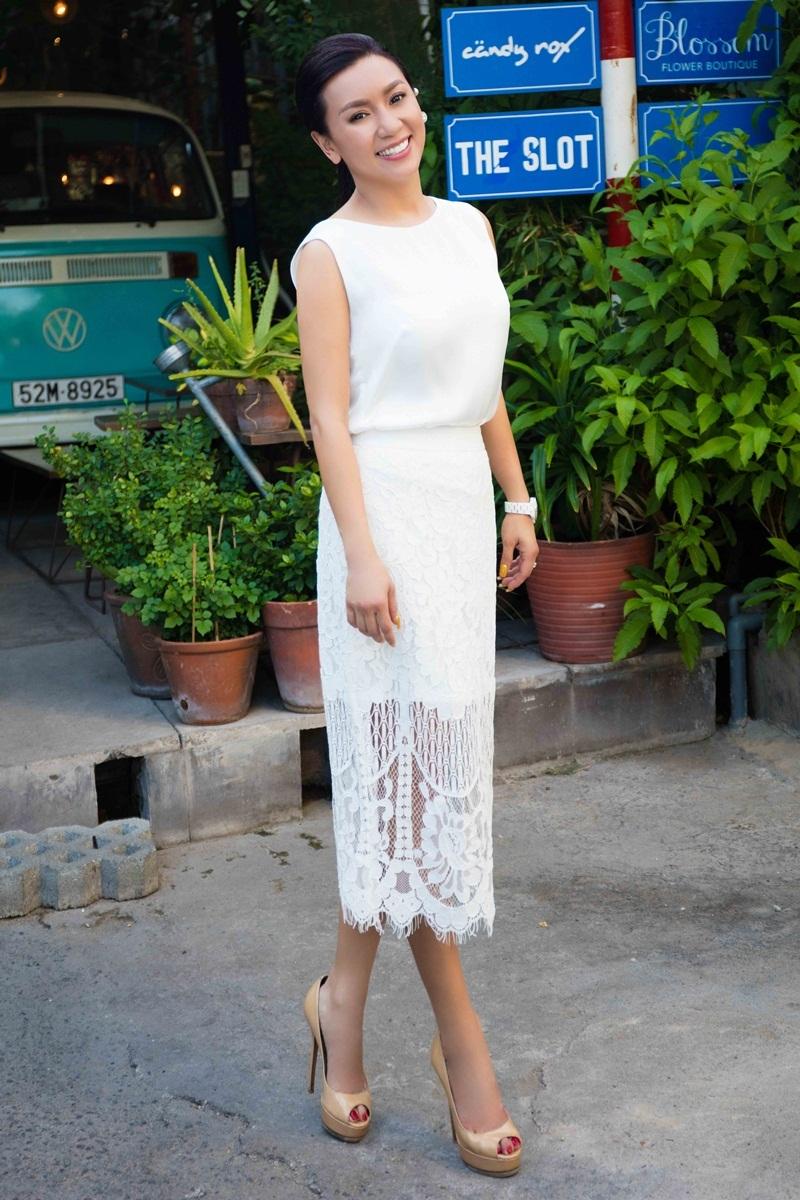 Trong khi đó, Y Phụng được coi là biểu tượng sexy của màn ảnh Việt. Thời kỳ đó, tên tuổi cô gắn liền với Lý Hùng cả trên phim lẫn ngoài đời.