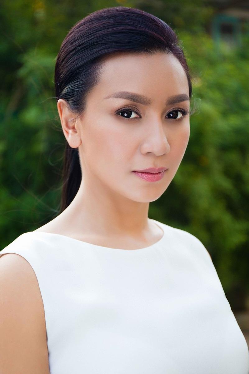 Trở về Việt Nam, Y Phụng chủ yếu dành thời gian hát lại những tiết mục cải lương của cha cô, NSƯT Minh Phụng.