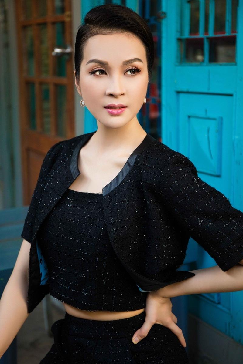MC Thanh Mai duy trì được nhan sắc tươi trẻ ở tuổi tứ tuần.