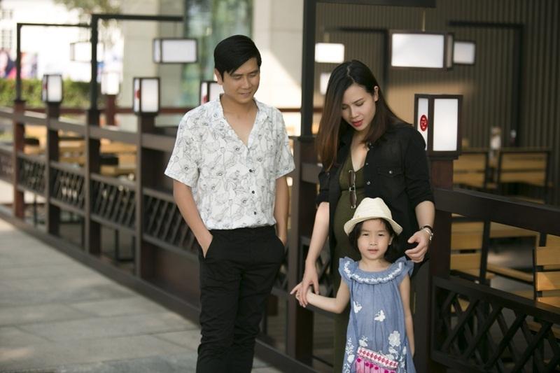 Được biết đây là những hình ảnh khi Lưu Hương Giang đang ở những tháng cuối thai kì và cô thuyết phục Hồ Hoài Anh chụp ảnh để lưu lại những khoảnh khắc của gia đình.