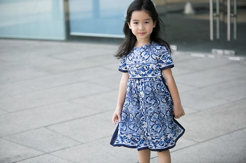 Mina hồn nhiên đáng yêu nhờ sở hữu nhiều nét đẹp sắc sảo từ bố mẹ và luôn được mọi người yêu mến bởi điểm dễ thương này. Bên cạnh đó, Mina cũng được công chúng đánh giá là một trong những nhóc tì thời trang của showbiz.
